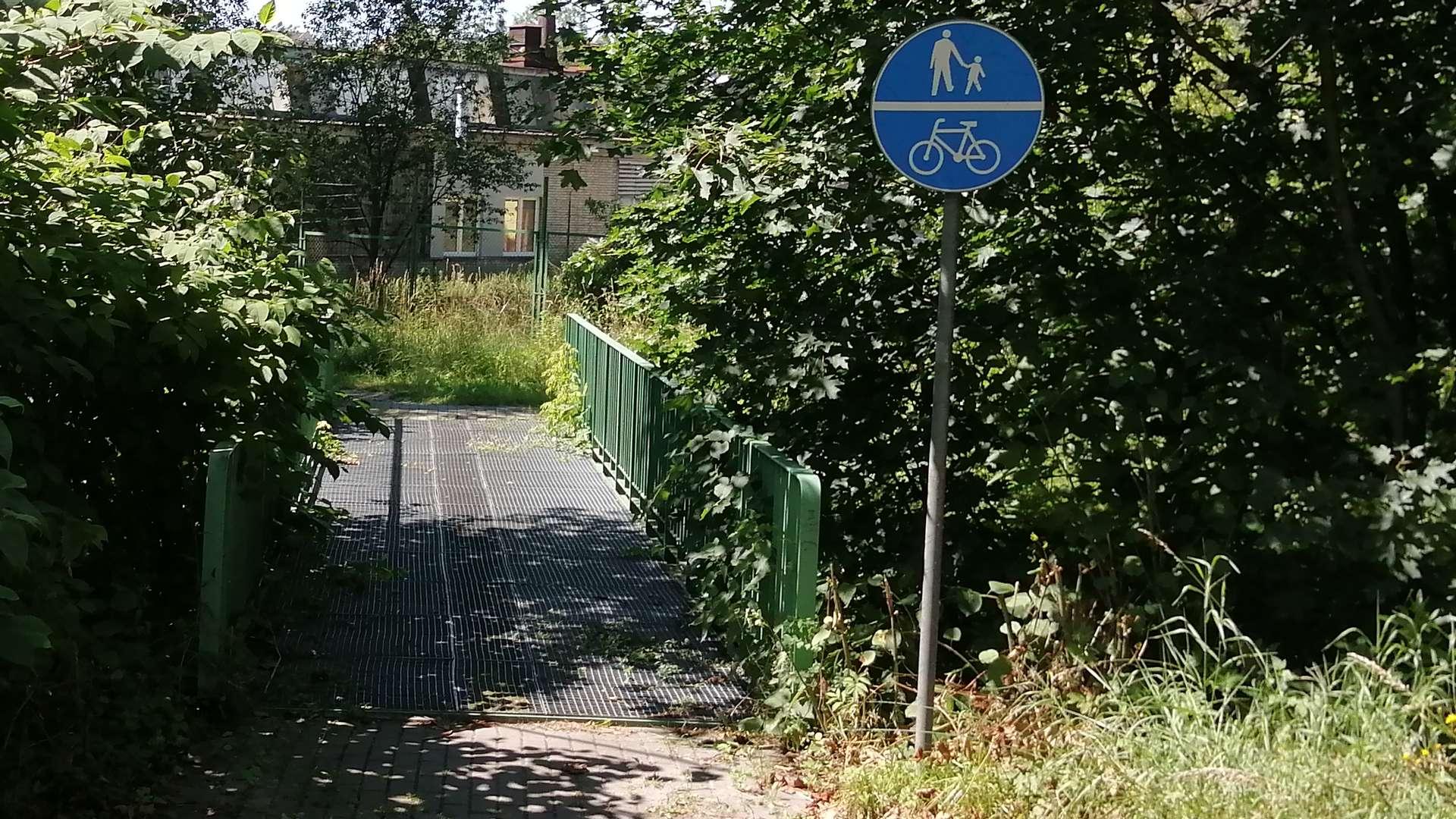 Wjazd na ścieżkę rowerową od ul. Bielskiej.