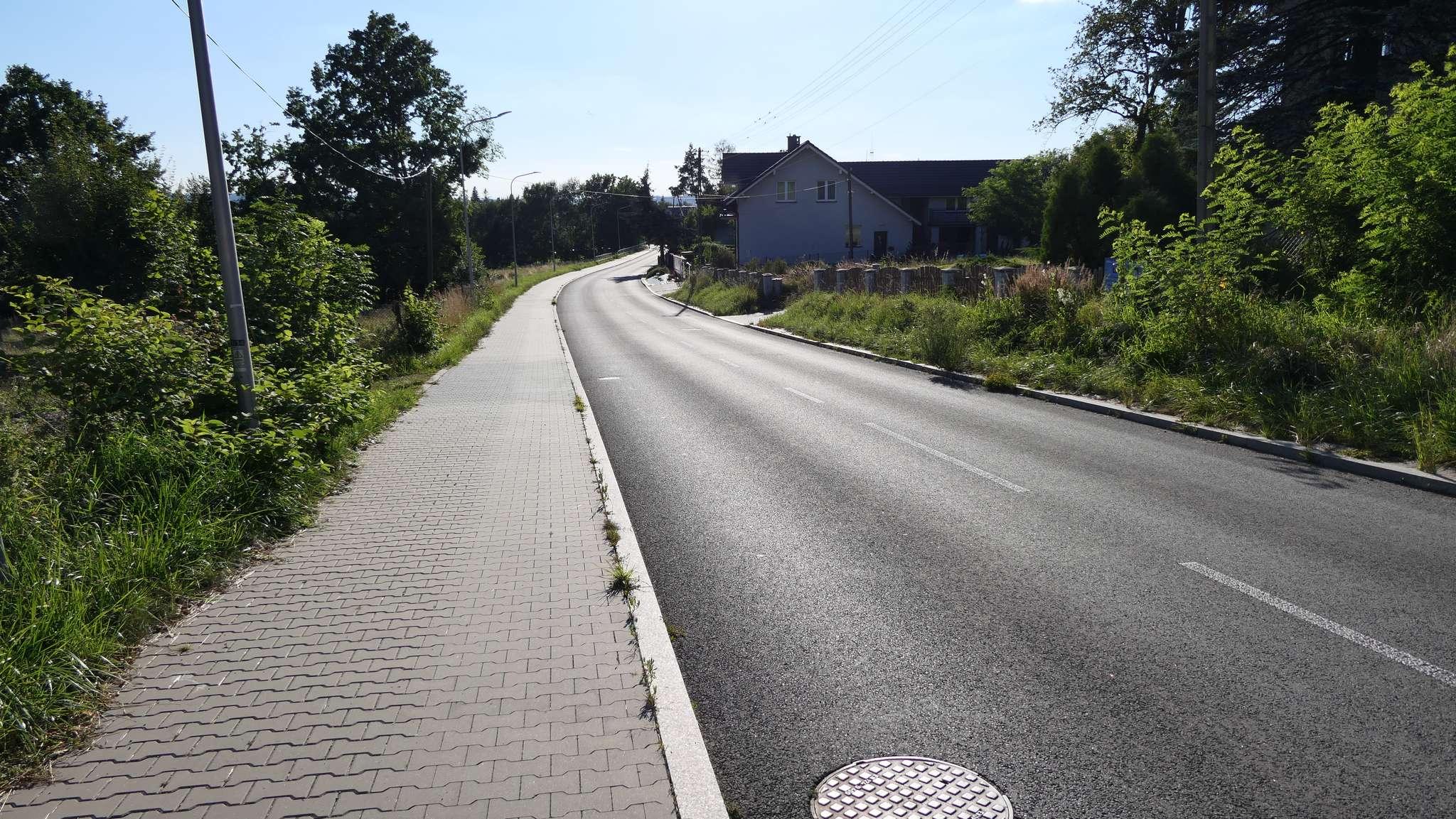 Ciąg pieszo rowerowy przy ul. Pikiety.