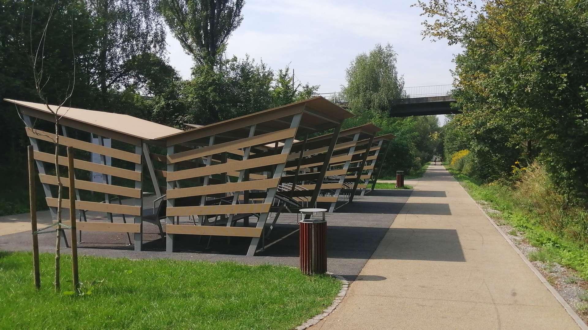 Miejsce odpoczynku na Żelaznym Szlaku Rowerowym w Zebrzydowicach.