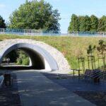 Niektóre przejazdy pod drogami też trzeba było wybudować od nowa, bo oryginalne wiadukty samochodowe nie zachowały się.