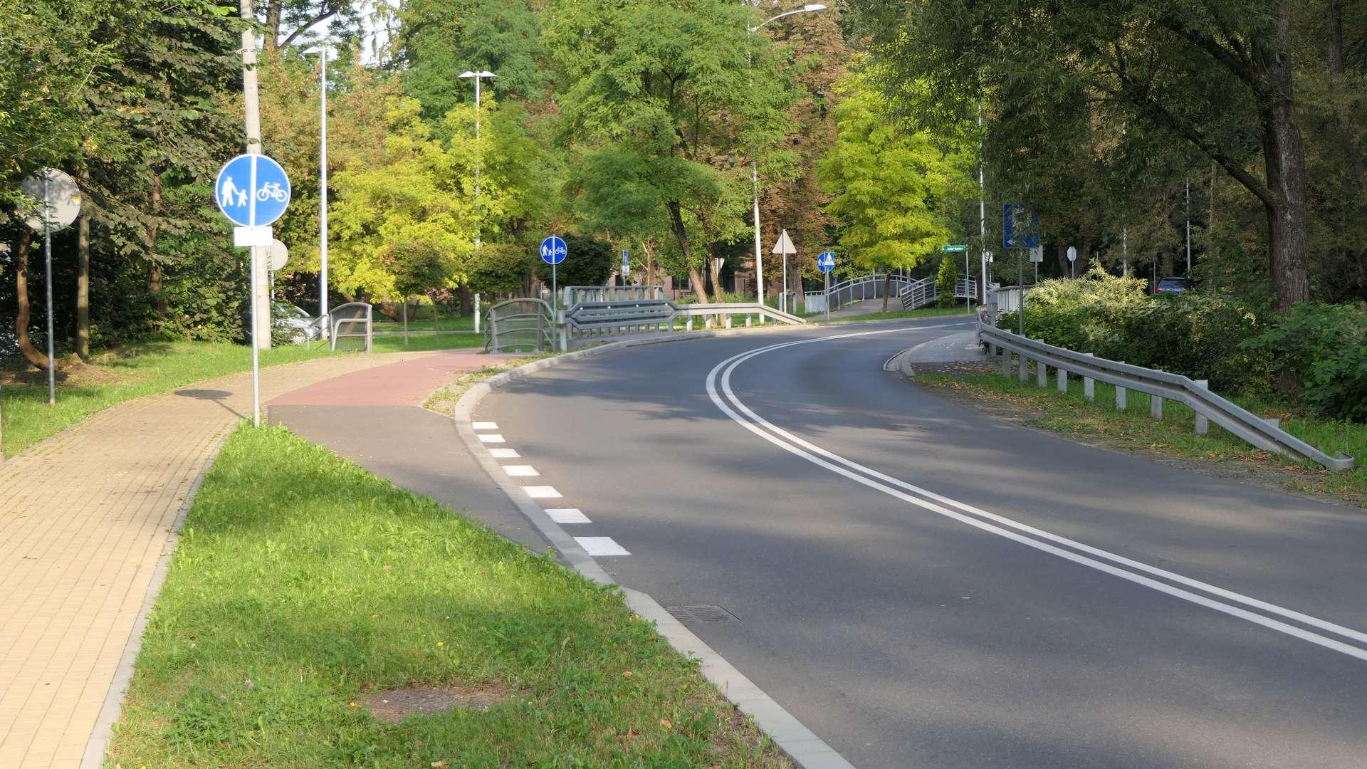 Początek ciągu pieszo rowerowego na al. Łyska