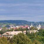Wjeżdżając do Czeskiego Cieszyna od strony zachodniej szczególnie wyraźnie widać, że całe miasto leży w dolinie.