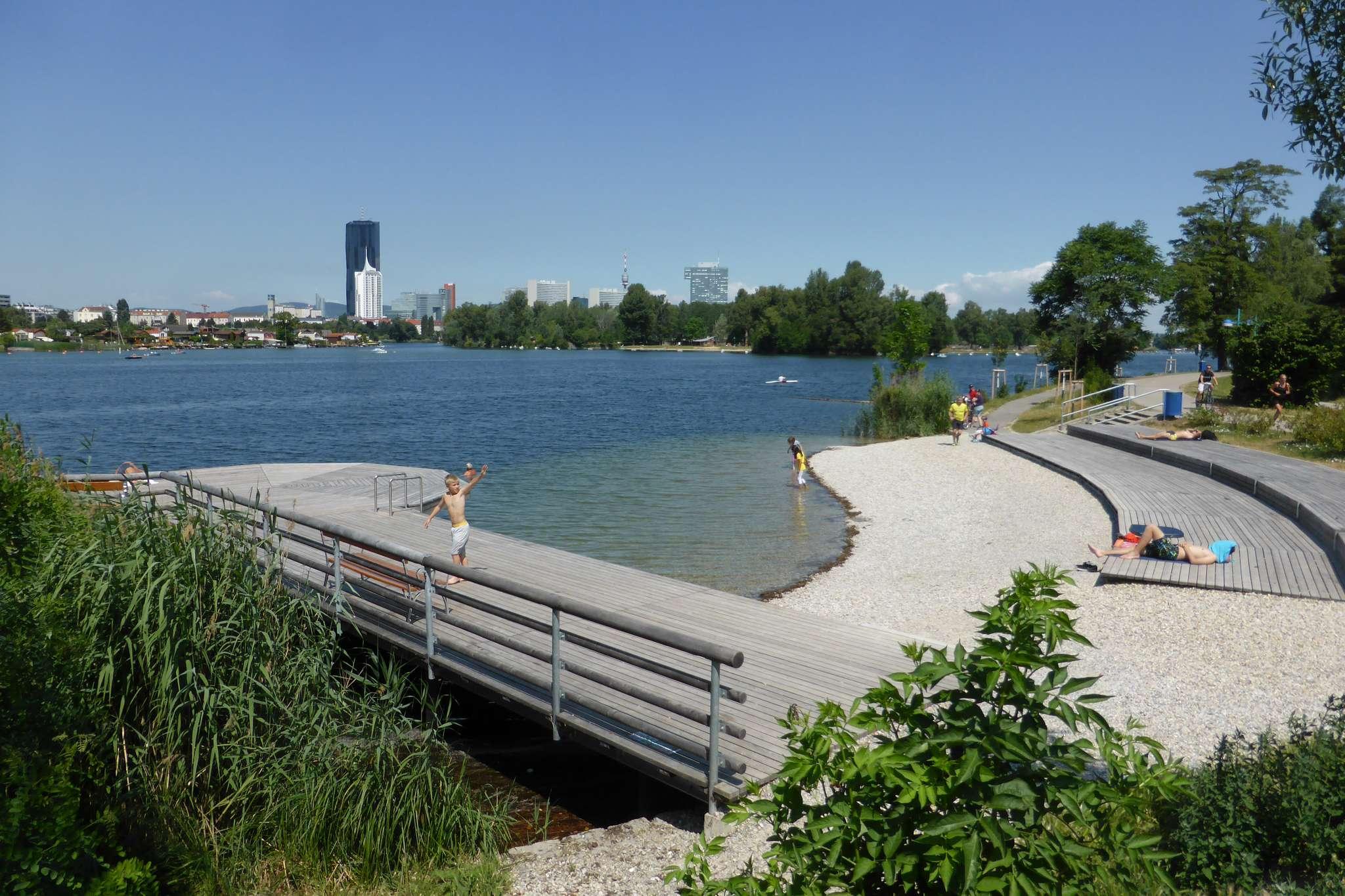 Altedonau to zamknięte, czyste jezioro, dzięki któremu w centrum miasta możemy poczuć się jak na wakacjach.