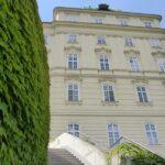 W Austrii zieleń zawsze pięknie komponuje się ze starą architekturą. Opactwo w Klosterenburgu.